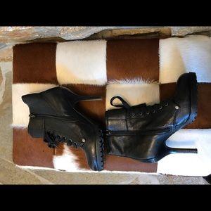 Sexy and comfortable Ash heel boot.